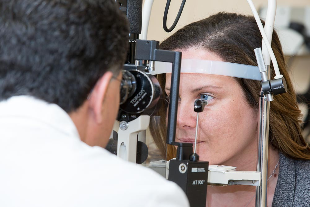 Glaucoma surgery in bergen county new jersey, glaucoma specialist diagnosing patient for glaucoma