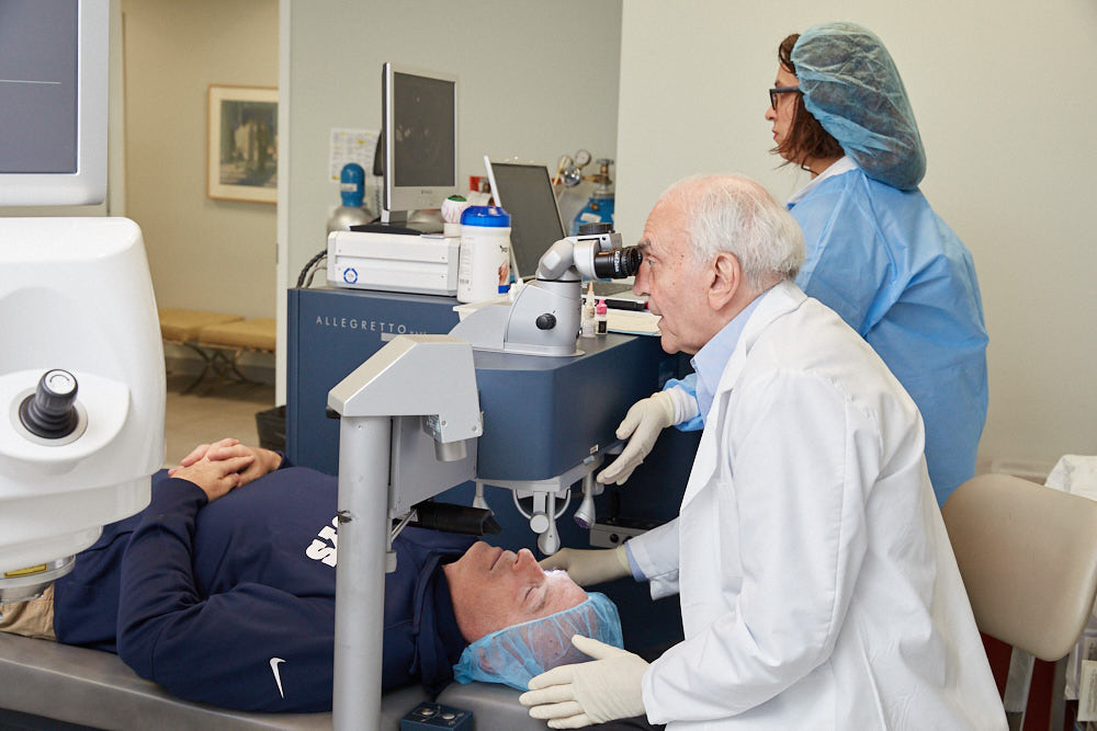 Dr Joseph Dello Russo performing LASIK surgery